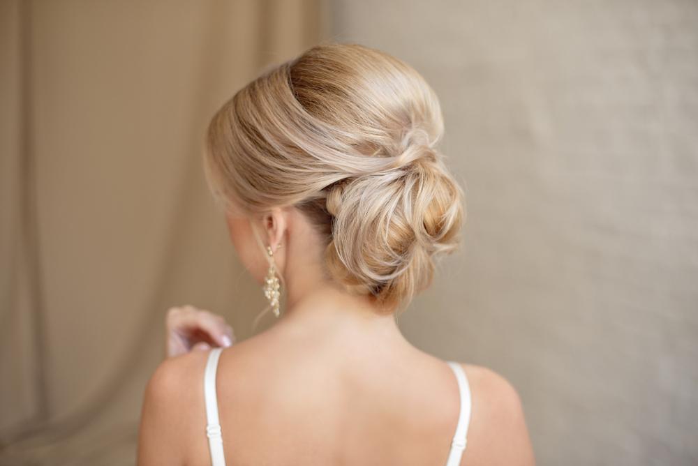 12 coiffures de mariage pour cheveux mi longs
