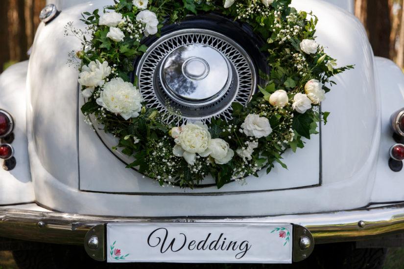 8 idées pour décorer sa voiture de mariage
