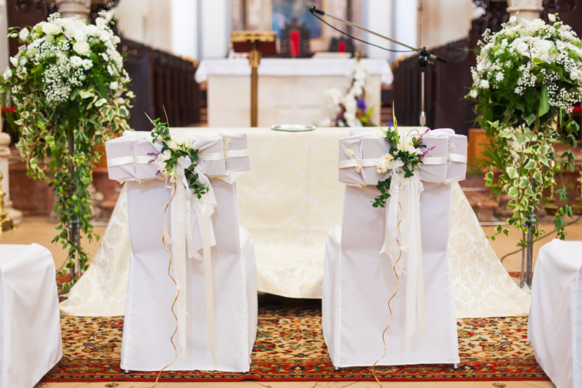 Comment décorer votre église de mariage