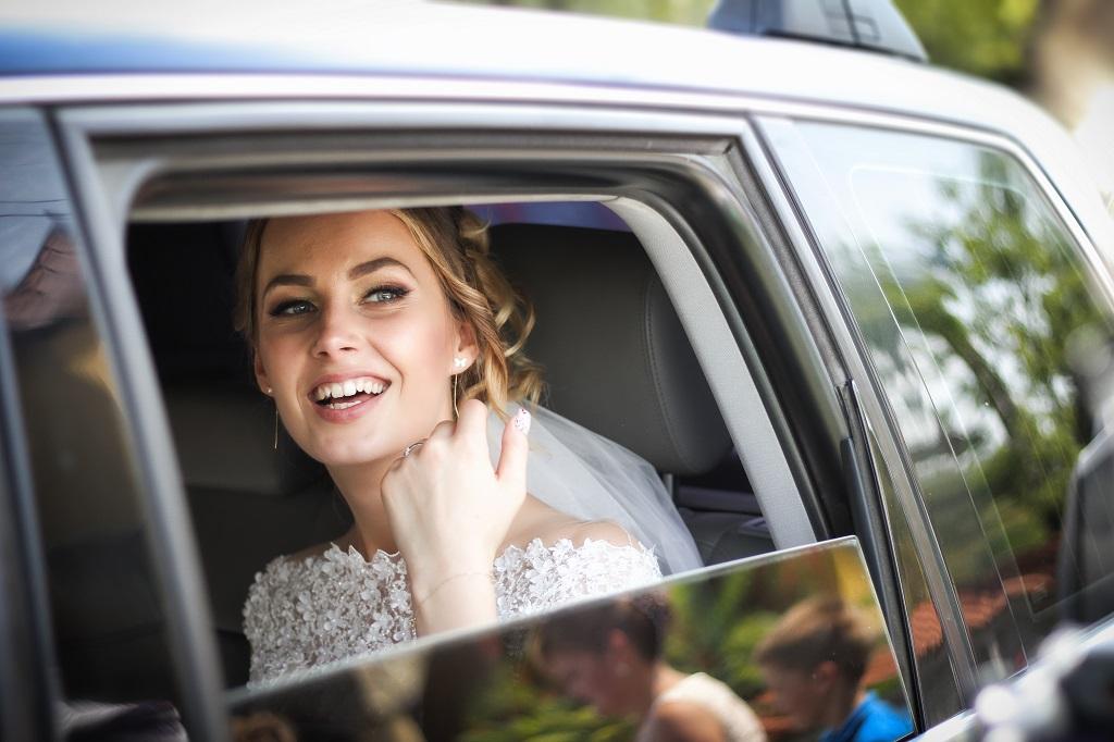 mariée dans une voiture